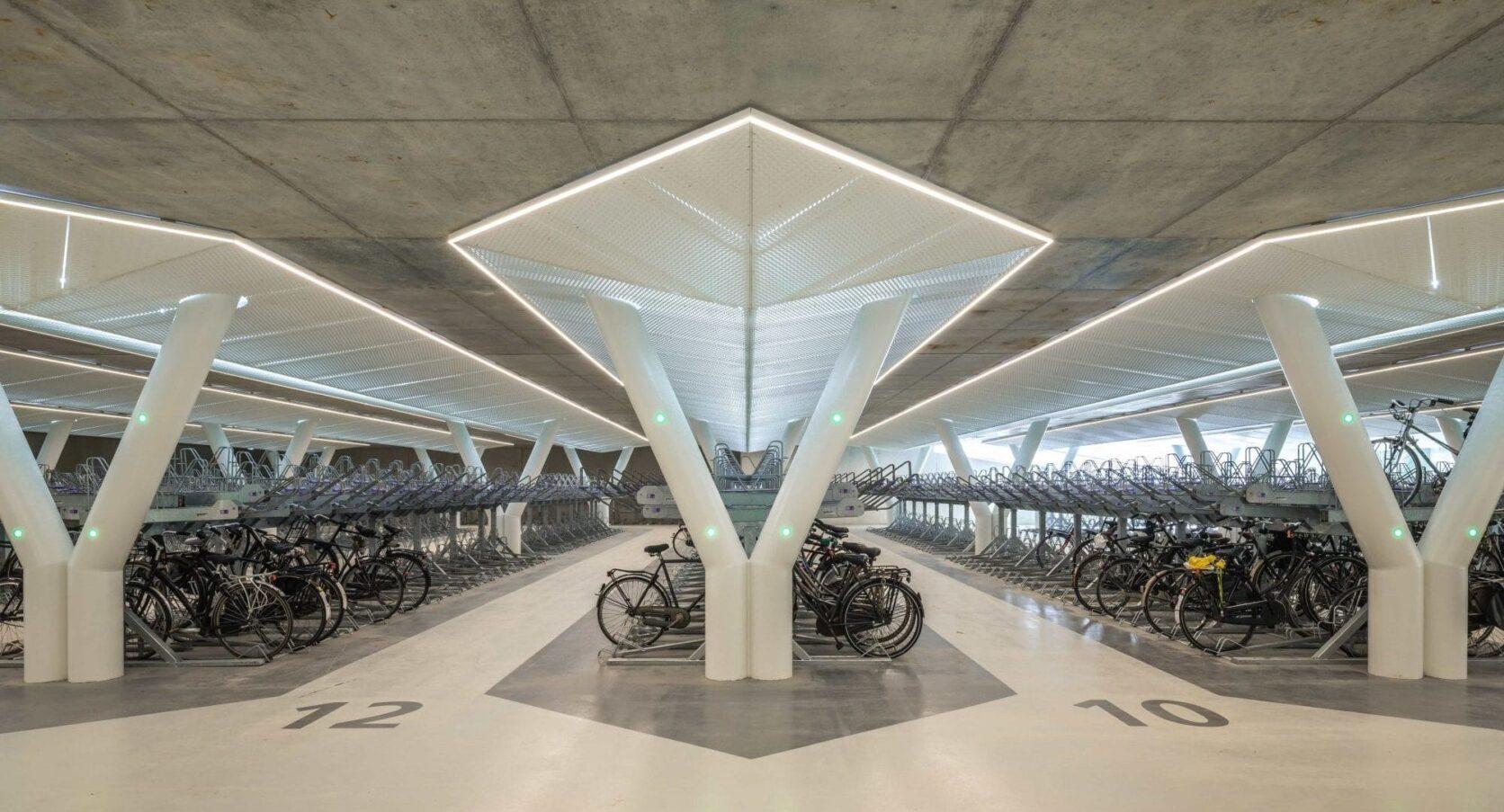 Fietsparkeergarage Vijfhoek in Amsterdam gepoedercoate panelen