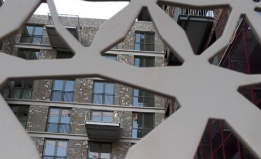 Detail van het patroon in MD Designperforatie bij de Calandstraat in Den Haag