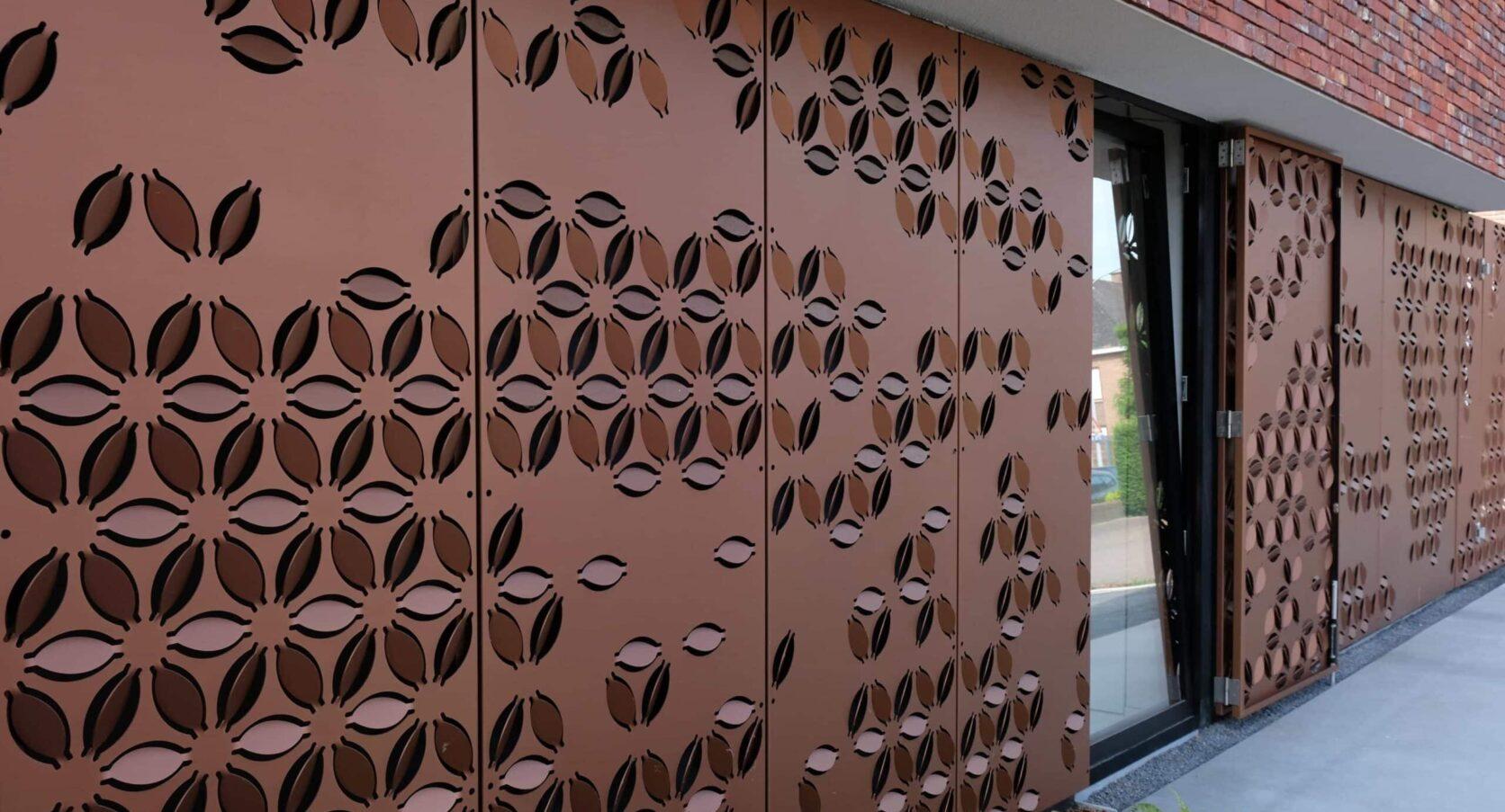 Zijkant van het huis met MD Formatura panelen uitgevoerd in AluCopper