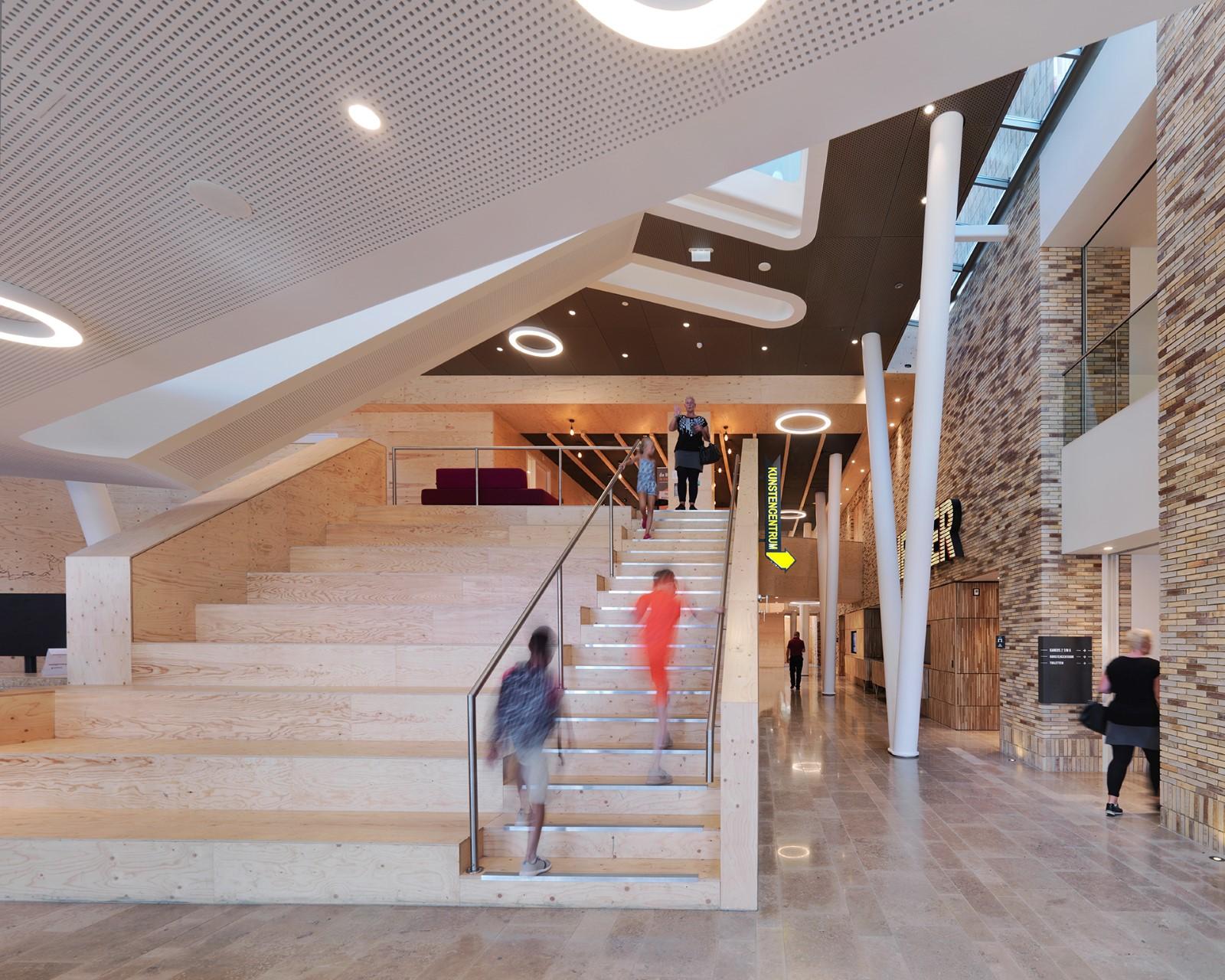 Huis voor cultuur en bestuur Hoogezand-Sappemeer zwarte bekleding plafonds