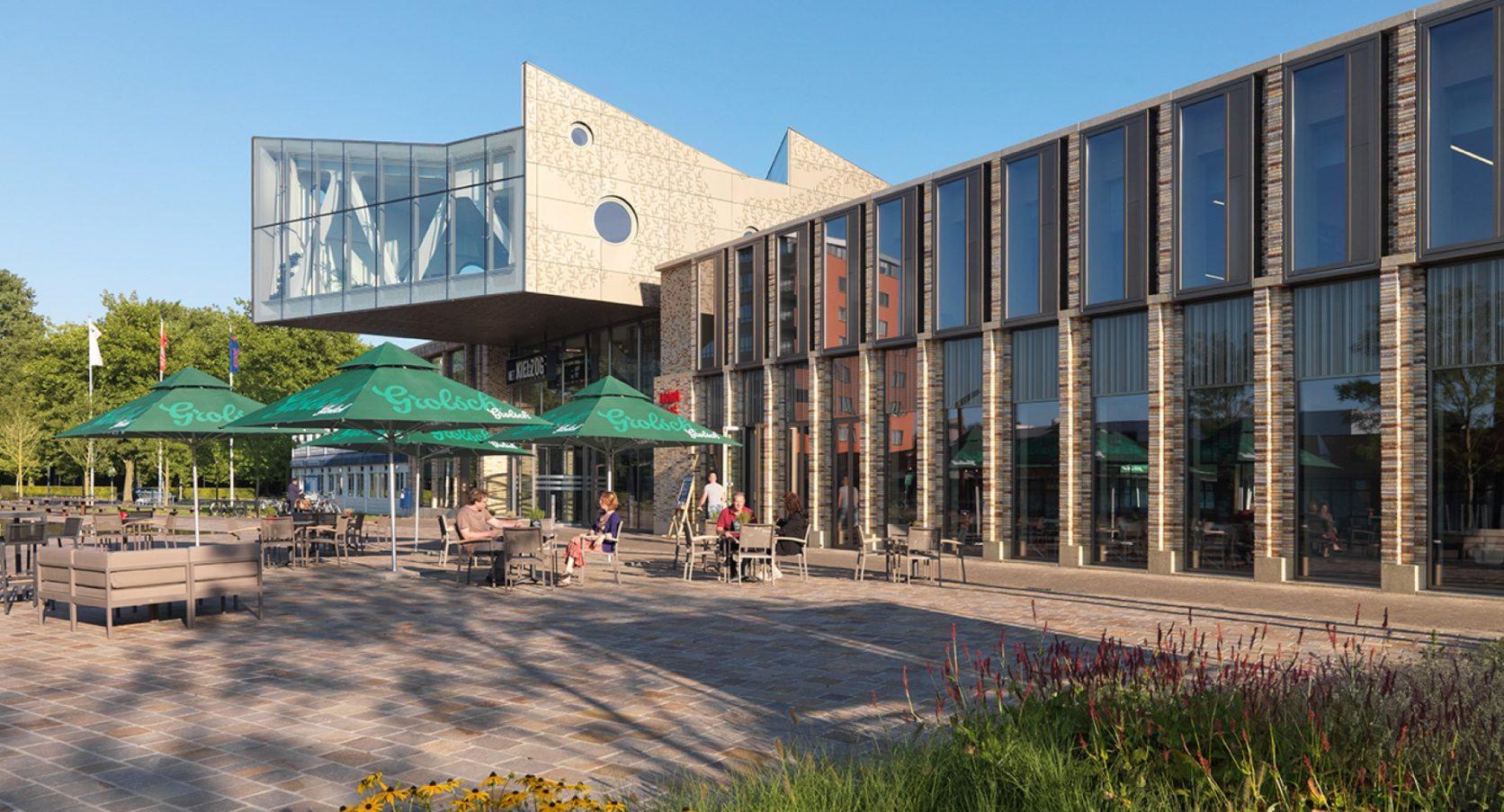 Zijaanzicht gevelbekleding Huis voor cultuur en bestuur Hoogezand-Sappemeer
