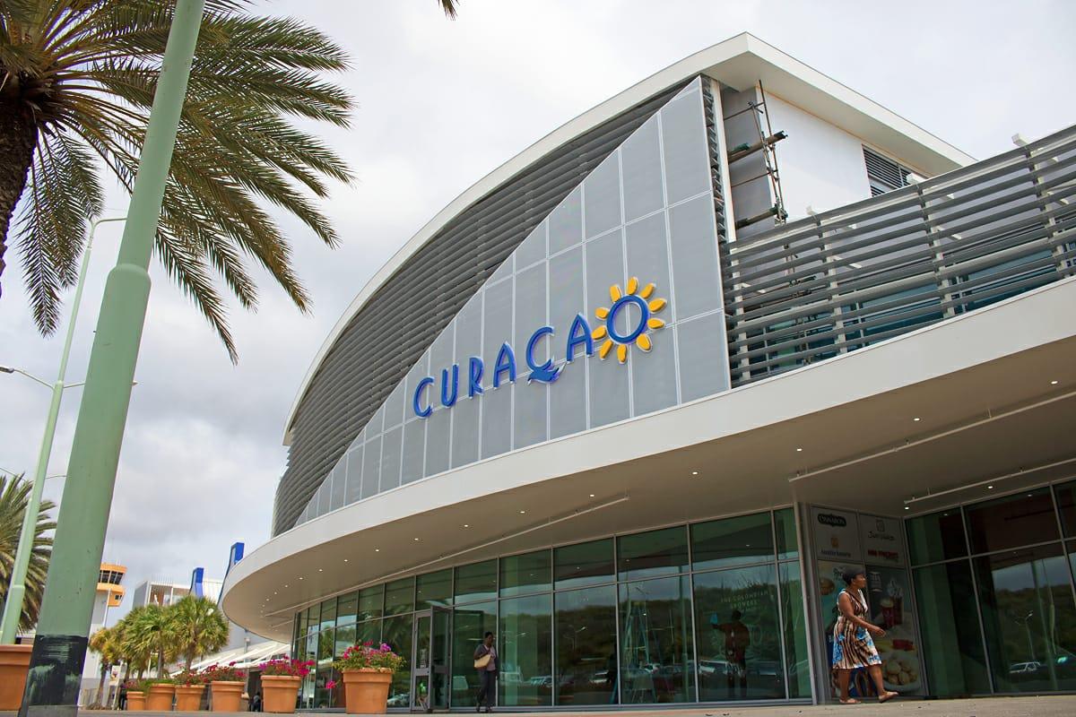 Luchthaven Curacao gevel lamellen Metadecor Kampen