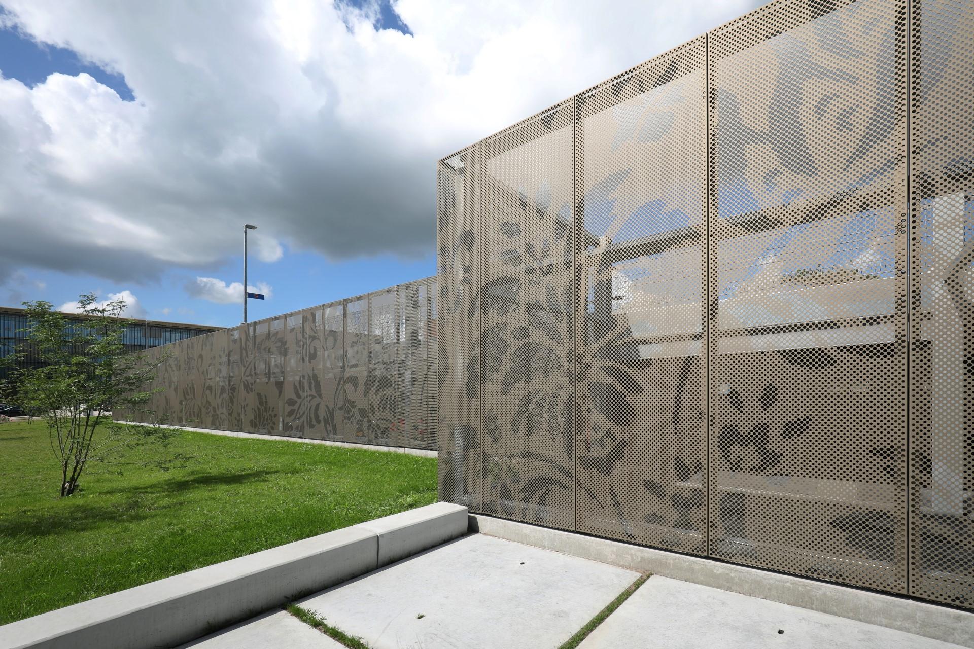Bloemmotief panelen Parkeergarage Revius in Leeuwarden