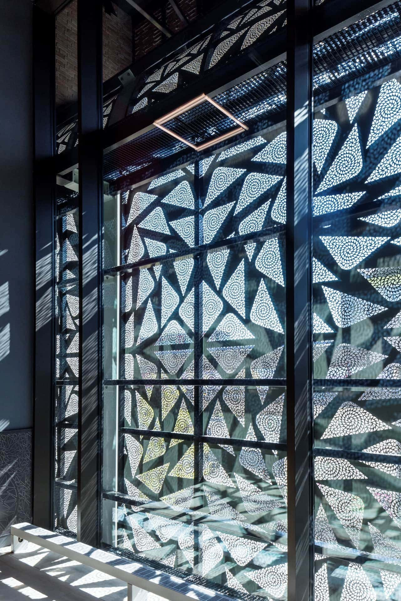 Gevelbekleding MD Designperforatie Theater Zuidplein Kunstenpand Rotterdam binnen buiten boven