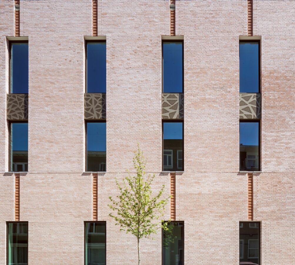Gevelbekleding MD Designperforatie Theater Zuidplein Kunstenpand Rotterdam glas gevelpanelen