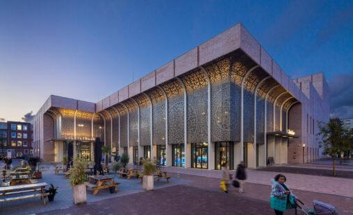 Theater Zuideplein Hart van Zuid MD Designperforatie Gevelbekleding bij avond